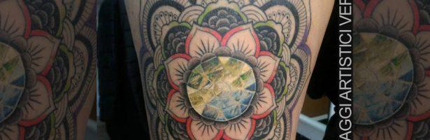 Pietra incastonata nel Mandala, tattoo color