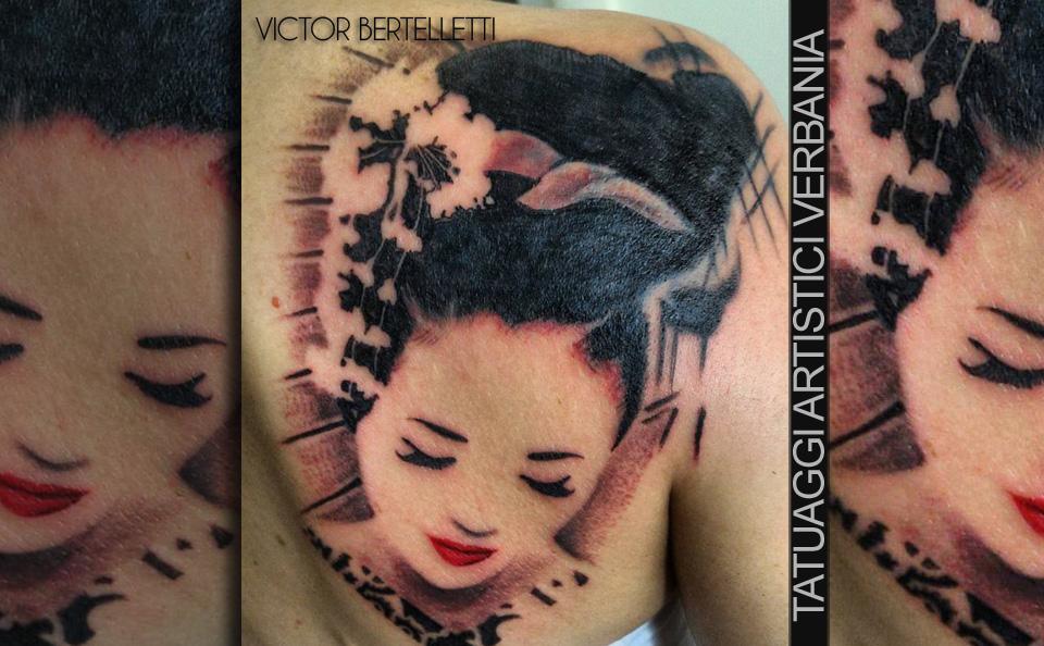 Tatuaggio coperto con una Geisha stilizzata. Lavoro effettuato da Victor Bertelletti