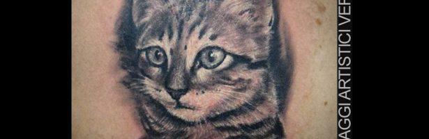 Ritratto del gatto, tatuaggio realistico