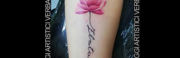 La rosa realistica, tatuaggio sull'avambraccio