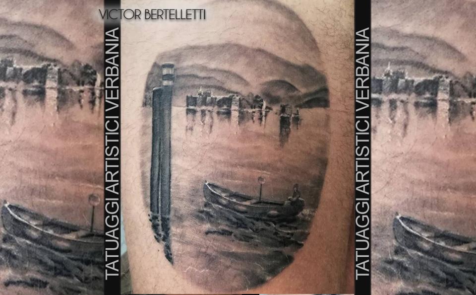 Lago Maggiore, panorama in bianco e nero realizzato da Victor Bertelletti titolare e tauatore resident presso Tatuaggi Artistici Verbania
