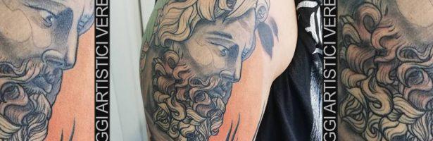 Zeus, il capo di tutti gli dèi. Tatuaggio a colori.
