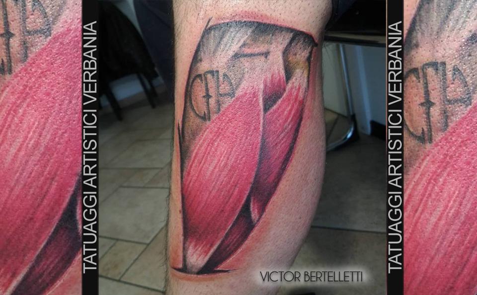 Effetto realistico, i fasci muscolari. Tatuaggio realizzato da Victor Bertelletti