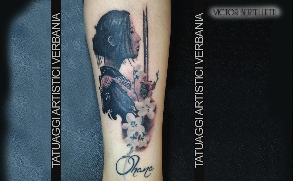 Geisha, tatuaggio realistico a colori realizzato da Victor Bertelletti