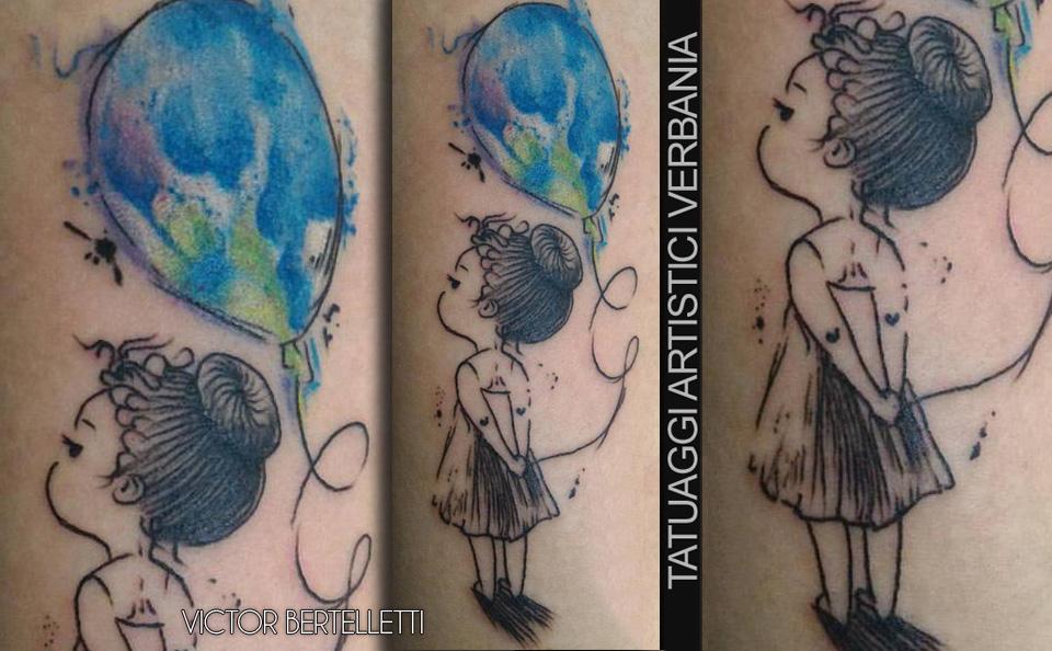 Bambina con palloncino, inchiostro su pelle. Tatuaggio realizzato da Victor Bertelletti