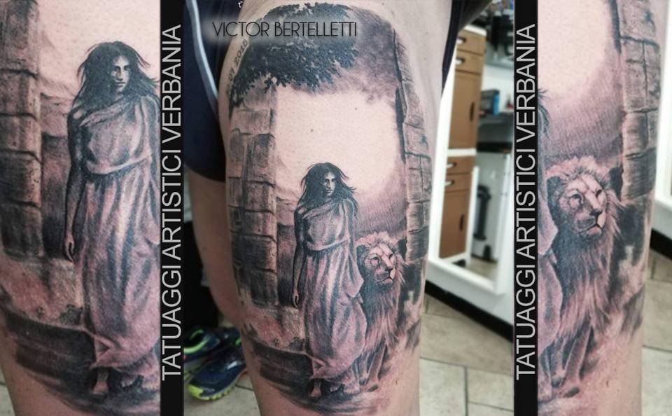 Un nuovo inizio, la donna e il leone. Tatuaggio realizzato da Victor Bertelletti titolare e tauatore resident presso Tatuaggi Artistici Verbania