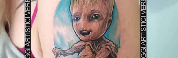 Groot, l'albero antropomorfo. Tatuaggio cartoon
