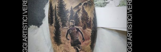 Tatuaggio dedicato alla montagna, black and grey tattooing