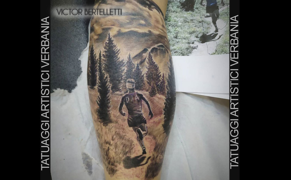 Tatuaggio dedicato alla montagna, black and grey tattooing realizzato da Victor Bertelletti titolare e tauatore resident presso Tatuaggi Artistici Verbania