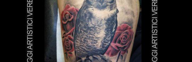 Gufo realistico, tatuaggio a colori tenui