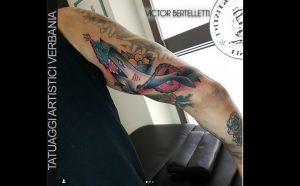 Squalo old school, tatuaggio color realizzato da Victor Bertelletti
